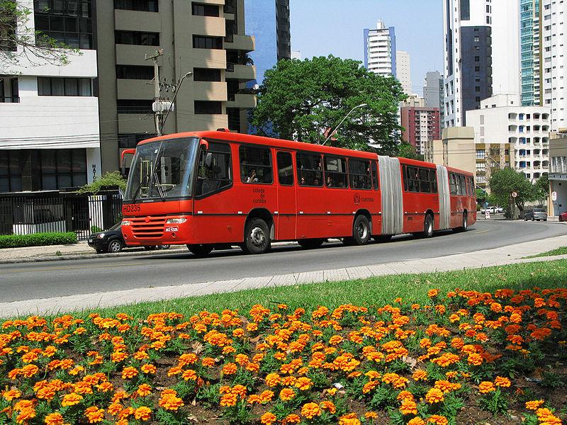 Biarticulado_em_Curitiba